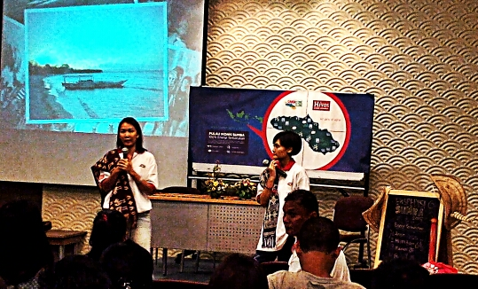 Sheila (2013) dan Adra (2014), 2 peserta Ekspedisi Sumba sebelumnya. Who's next? 😍 (doc pribadi)