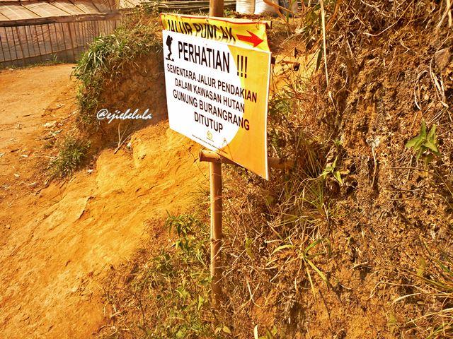Info pada papan penunjuk ke gunung. (doc pribadi)