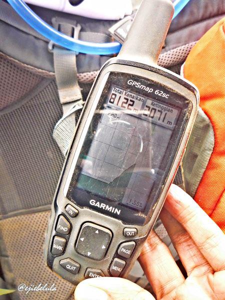Ketinggian gunung menurut GPS yang dibawa tim JGB. (doc pribadi)