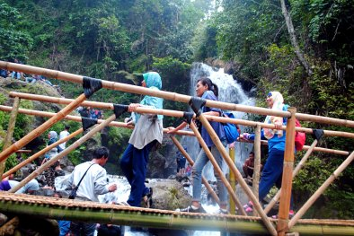 Jembatan bambu (doc n taken by Aditya Dede)