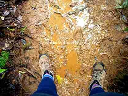 Masih bersih sepatunya di jalur becek awal (doc pribadi)