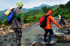 Nyebrang sungai, Dwi di depan. (doc Aditya)