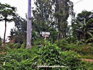 Penunjuk jalan Curug Cibengang, di kiri jalan dari arah perempatan jalan Gunung Batu 3, Gunung Batu 1,2, Sukamakmur. (doc pribadi)