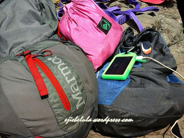 Hammock diantara perbekalan tas kami. (doc pribadi)
