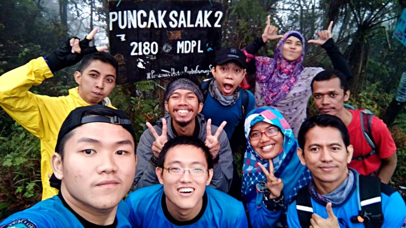 9th of us at the peak of 2nd Salak Mountain (doc Doni Tianto)