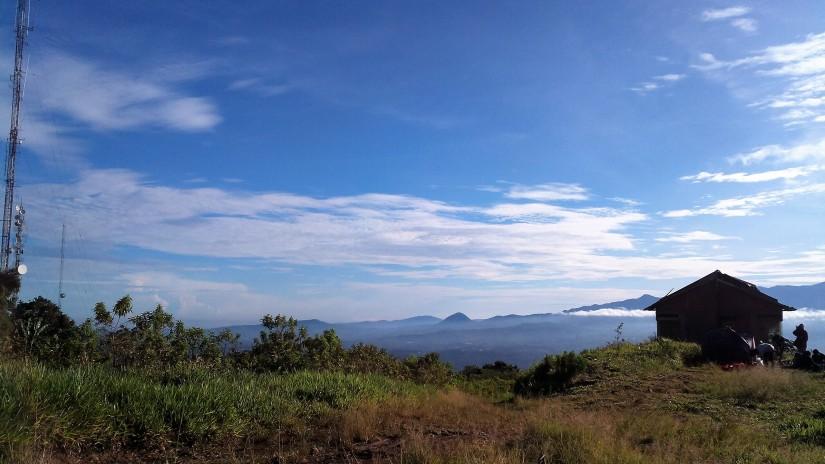 Pemandangan dari area kemping Bukit Alesano. (doc pribadi)