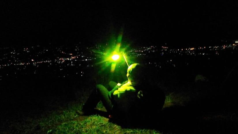 Lampu kota yang kece dan lampu tenda saya :) (doc Marie Chan)
