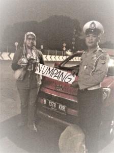 Pak Polisi yang mengantarkan saya sampai ke gerbang pintu tol Bekasi Timur. Doc pribadi.