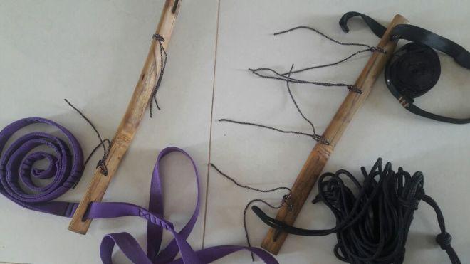Contoh dengan webbing dan strap berbagai ukuran dicoba masuk dalam lubang bambu. Doc pribadi