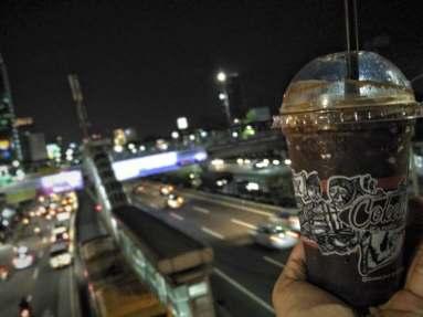 Ice Choco Original diantara keramaian Jakarta. Doc by Wahyu