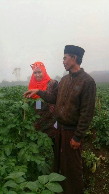 Pak Ahmad Muktamir yang bercerita kebun kentang. Doc @pungkyprayitno taken by @kidtsany