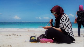 Yola, learned paracord at the beach :D Doc pribadi