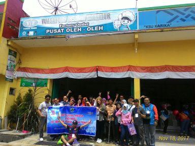 Foto bersama Pemilik Yuasafood Berkah Makmur. Doc Ibu Nane