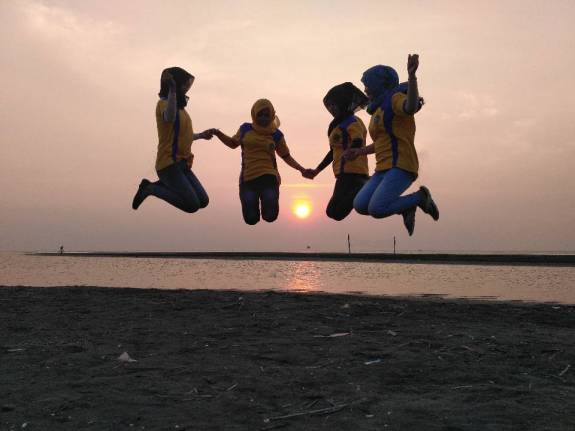 Jumping over the sunset. Doc by ibu Siti Mualimah.