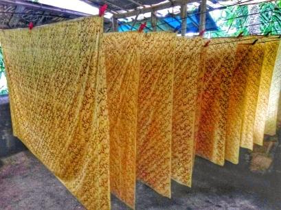 Proses penjemuran batik dalam suhu ruangan. Doc by Kuspriyatna
