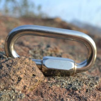 Carabiner stainless steel O shapes screw gates for mountaineering. Sumber Google