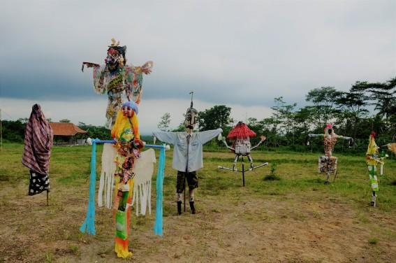 Bentuk orang-orangan sawah yang bermacam-macam. Doc by M Akhbar Ardhani