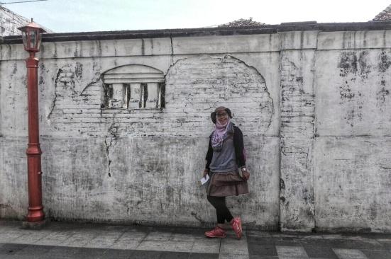 Dindingnya beda. Bagus buat dijadikan spot berfoto. Doc Imam Khanafi.