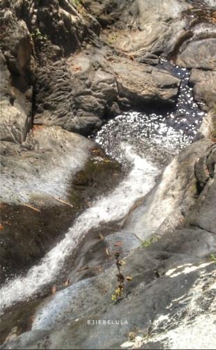 Aliran air yang jatuh ke curug bawah dan mengaliri sawah-sawah di Desa Payung. Doc pribadi.