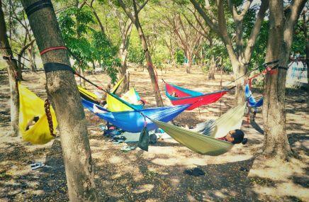 Santai bercerita di hammock bareng Hammockers Jawa Timur. Doc @joelbastard