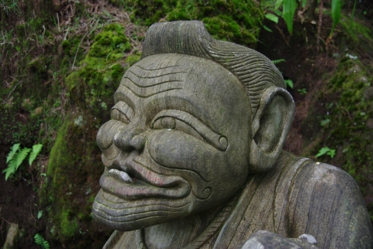 Patung Semar yang terdapat di pintu masuk Goa Semar. Sumber Google