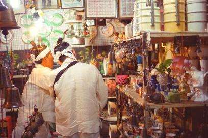 Aneka barang antik di Pasar Klitikan, Kota Lama Semarang. Doc @kulkasgendong
