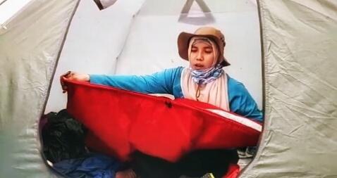Penjelasan tidur di UQ dalam tenda. Doc @wan_qwong